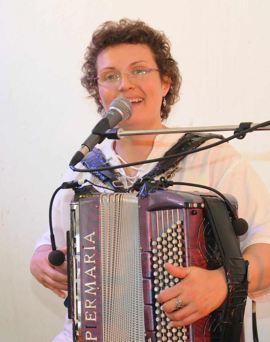 Gwennaëlle, artiste femme orchestre.